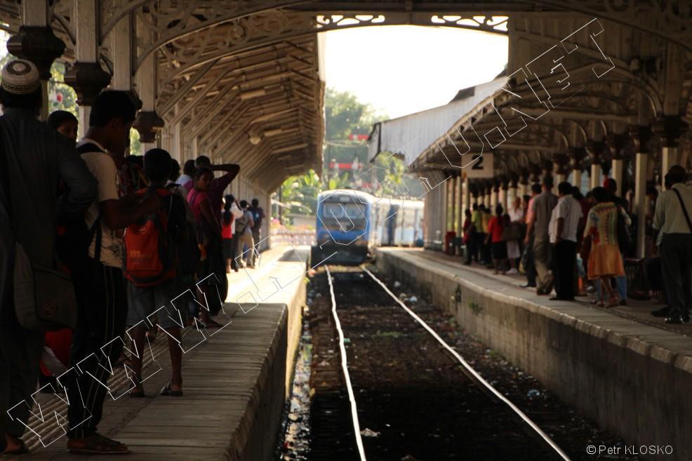 Detail - Sri Lanka 2015 – Kandy, příjezd vlaku