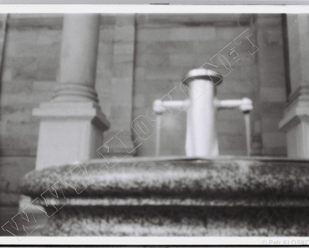 Detail - Dírková komora - fotky XI - Karlovy Vary, pramen Rusalka